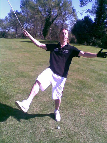 Is that really a pair of swimming trousers im wearing at the golf course? -Yepp!
