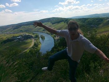 Does it really make sense to stand and balance on the cutting edge of the Moselle Valley? Always!
